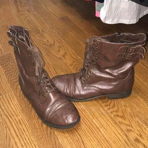 Combat boots !